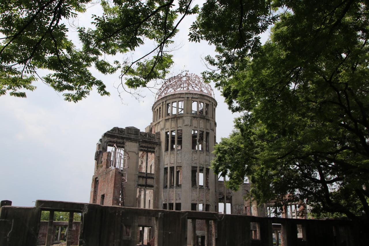 « Hiroshima mon Amour » (M. Duras), Hiroshima le non-dit, la terrible horreur et la douleur dumonde