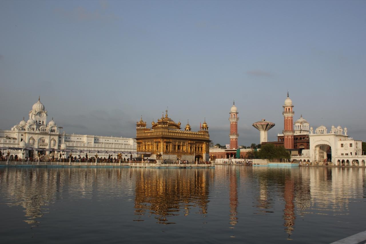 Amritsar, le temple d'or – de jour et denuit.
